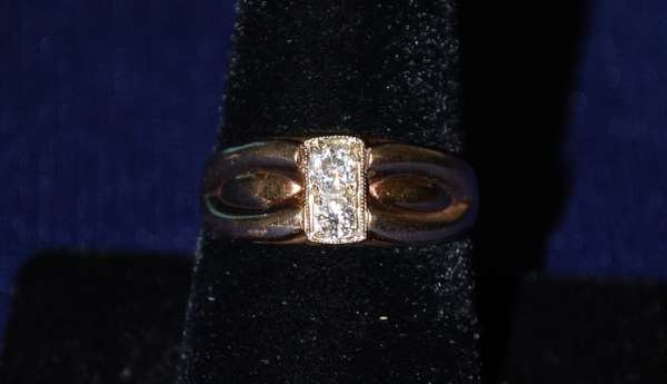102: 14KT Y.G. MENS ESTATE DIAMOND RING .25CT