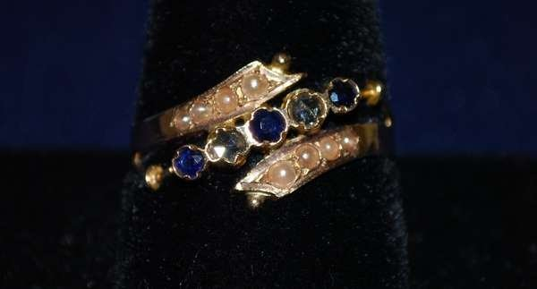 110: 14KT Y.G. VICTORIAN SAPPHIRE AND DIAMOND RING