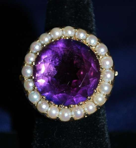 7: 14KT Y.G. ESTATE AMETHYST AND PEARL RING