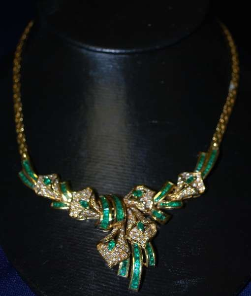 9: 18KT Y.G. EMERALD AND DIAMOND NECKLACE 10.50CT