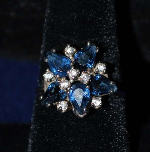 15: 18KT W.G. SAPPHIRE AND DIAMOND RING 2.80CT