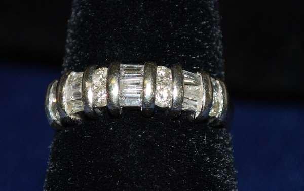16: 14KT W.G. 1.00CT DIAMOND BAND RING