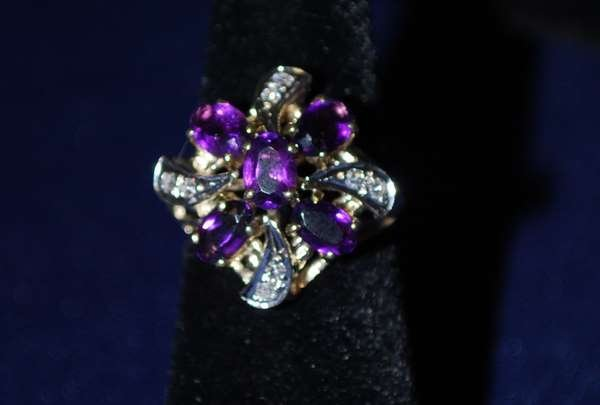 18: 14KT Y.G. AMETHYST AND DIAMOND RING 2.00CT