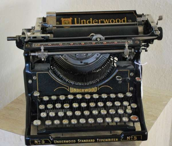 275: ANTIQUE UNDERWOOD STANDARD No. 5 TYPEWRITER