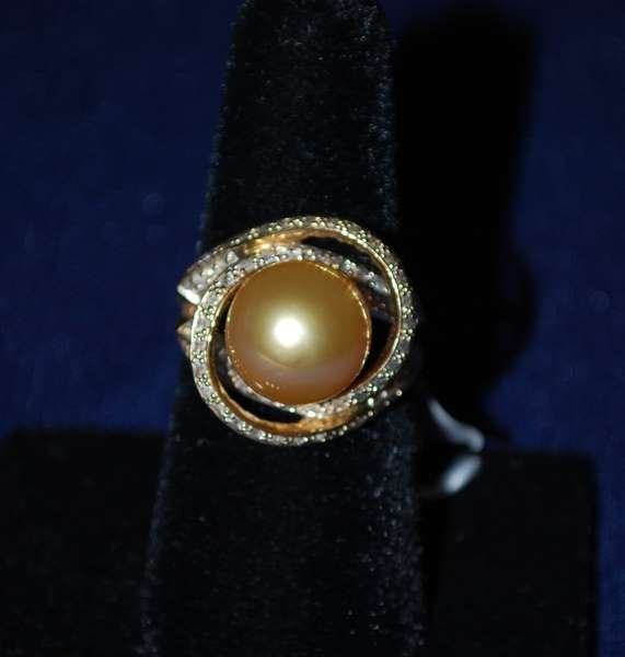 10: 14KT Y.G. GOLDEN SOUTH SEA PEARL RING