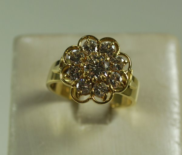 9: 18KT Y.G. 1.50CT DIAMOND CLUSTER RING