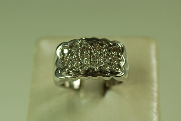 17: 14KT W.G. DIAMOND CLUSTER RING