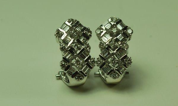 19: 14KT W.G. DIAMOND EARRINGS 1.00CT