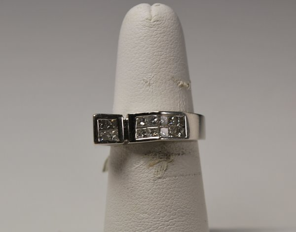 5: 14KT W.G. 1.00CT PRINCESS DIAMOND RING