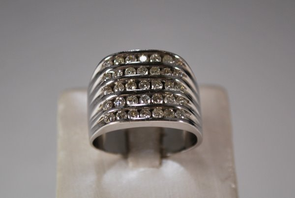 9: 14KT W.G. 2.50CT DIAMOND BAND RING