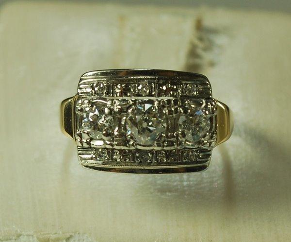 7: 10KT 2 TONE ART DECO DIAMOND RING .50CT