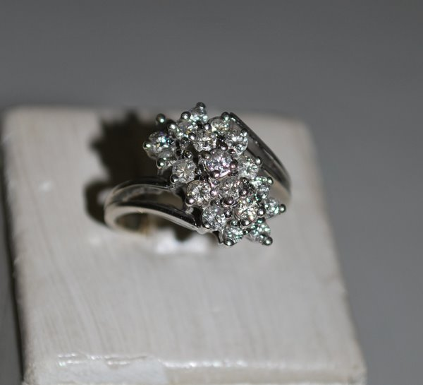 17: 14KT W.G. ESTATE 1.00CT DIAMOND RING