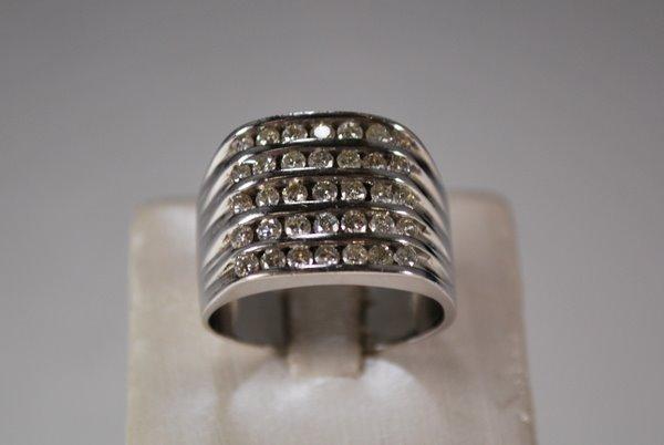 18: 14KT W.G. 2.50CT DIAMOND BAND RING
