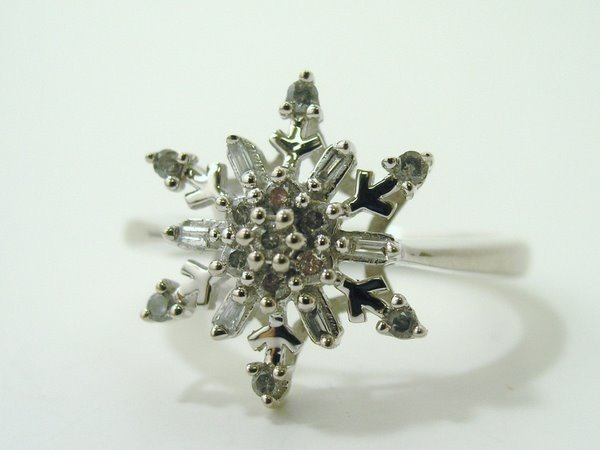 8: 14KT W.G. SNOW FLAKE DIAMOND RING