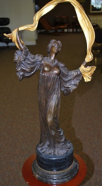 23: LARGE BRONZE OF A WOMAN