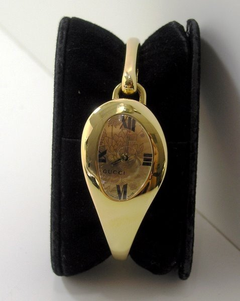 2: LADIES GOLD PLATED GUCCI WATCH