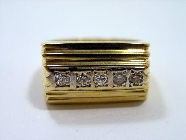 18: MENS 18KT Y.G. DIAMOND RING