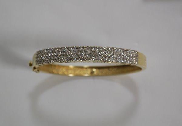 7: 14KT Y.G. PAVE DIAMOND BANGLE 3.00CT
