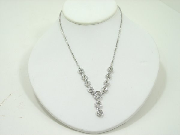 19: 14KT WG. DIAMOND NECKLACE