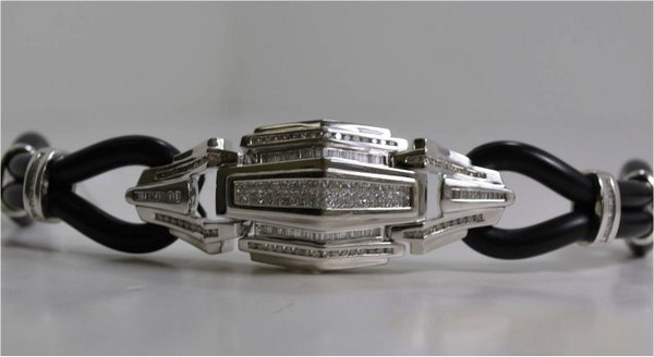 22: 14KT W.G. RUBBER AND DIAMOND BRACELET 5.00CT