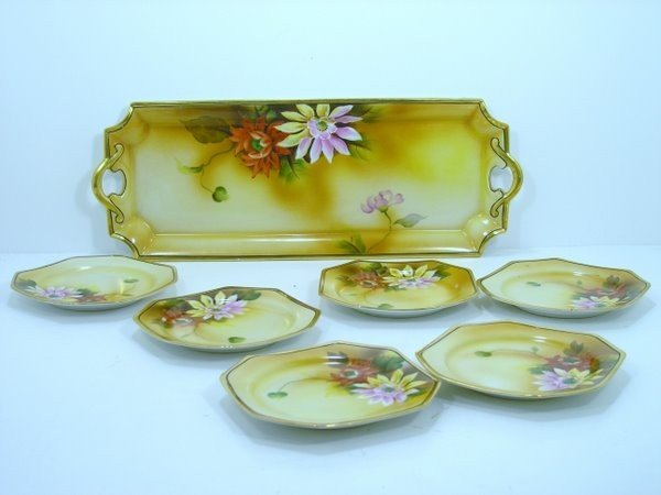 23: NORITAKE BREAD TRAY AND PLATES FLOWER DECOR WITH GO