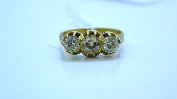 10: 18KT Y.G. DECO DIAMOND RING 1.30CT