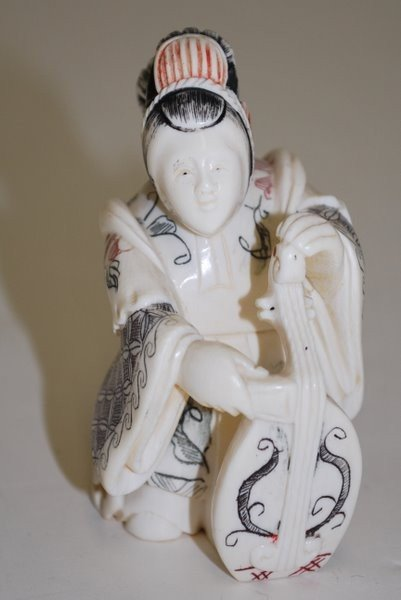 21: SMALL IVORY CARVING OF A WOMAN