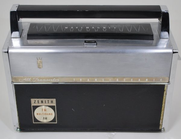 8: ZENITH RADIO ROYAL 3000  - 1 WAVE MAGNET 1950'S
