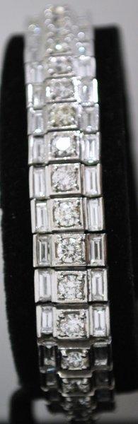 18: PLATINUM ESTATE 14.00CT DIAMOND BRACELET