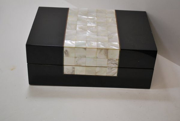 114: BLACK LACQUER AND MOTHER OF PEARL HUMIDOR - 3