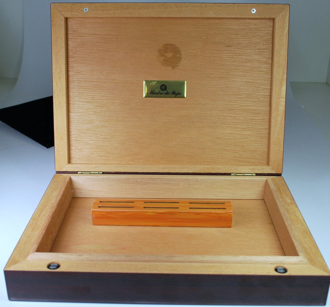 DESK TOP HUMIDOR BY MASTRO DE PAJA