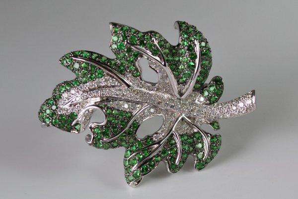 18KT W.G. GREEN GARNET AND DIAMOND PIN