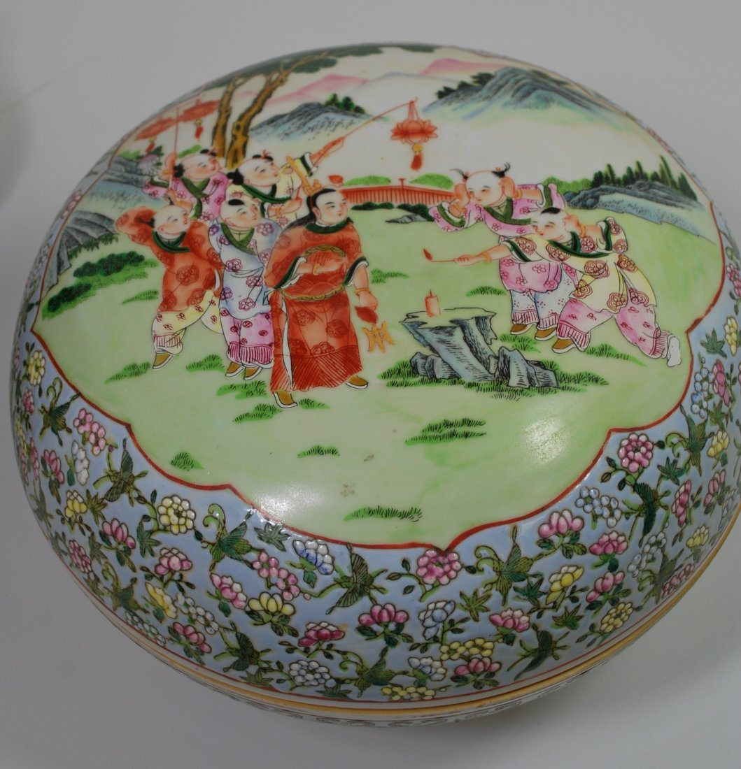 LARGE ORIENTAL COVERED BOWL