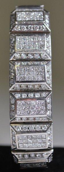 MENS 18KT W.G. 25.00CT DIAMOND BRACELET