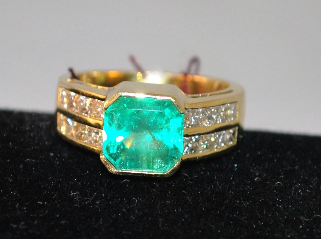 18KT Y.G. EMERALD AND DIAMOND RING3.50CT