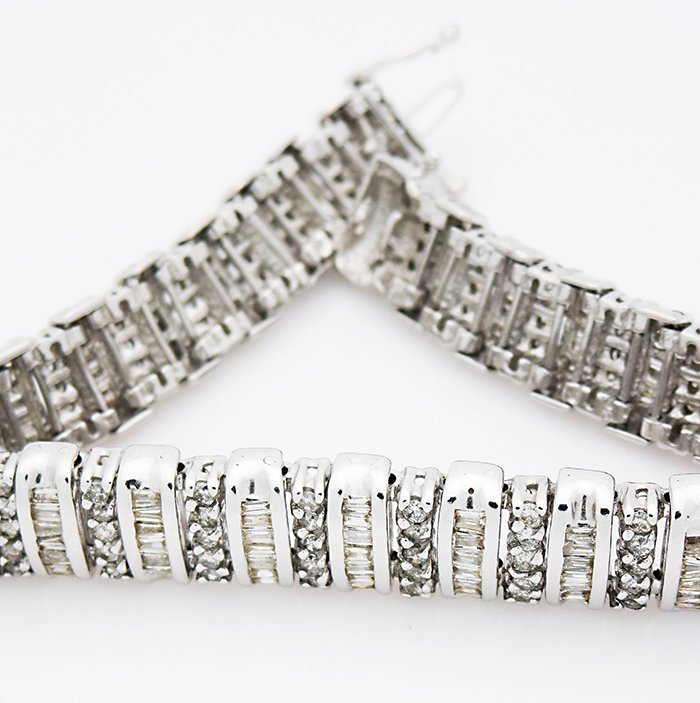 14K White Gold Bracelet with two shapes of Diamonds