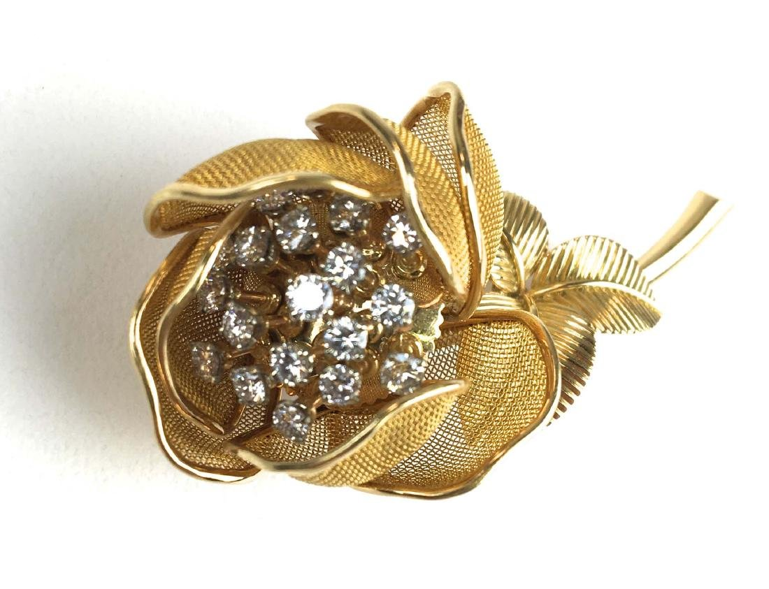 18 K Yellow gold jointed floral diamond pin. - 2