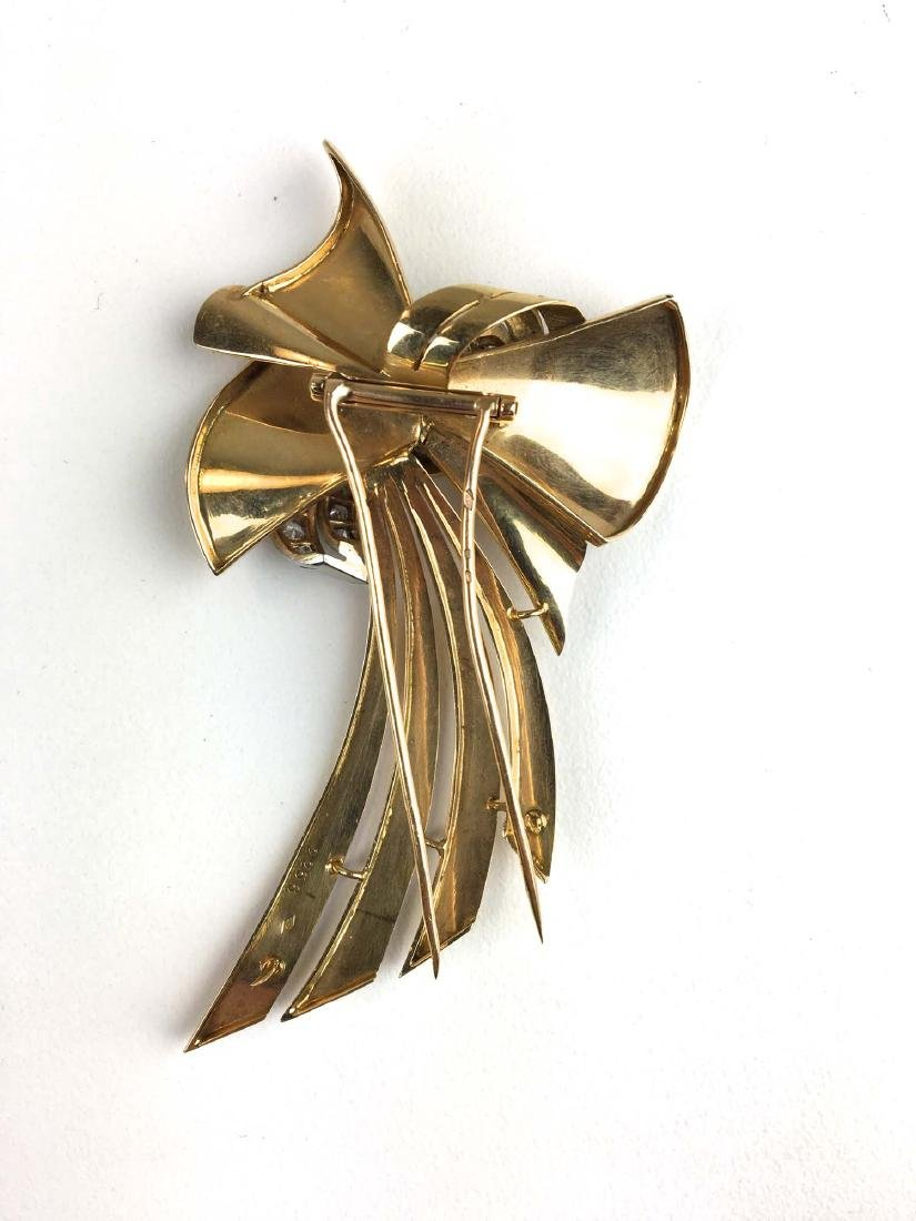 18 k yellow gold ladies diamond ribbon design pin / - 2