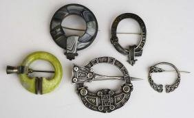 5 Scottish silver jewelry pieces incl. clan badge, 2