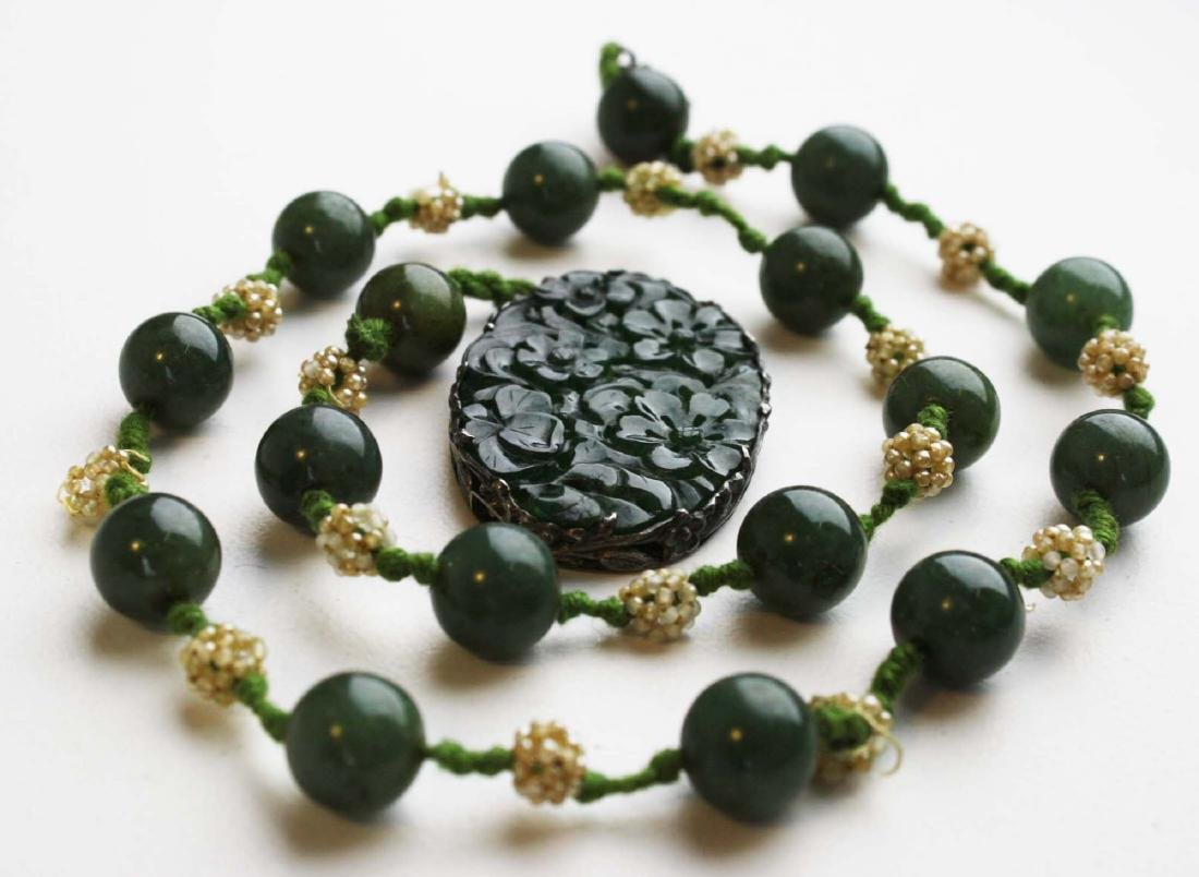 Ca. 1900 Chinese jade necklace and pendant. - 5