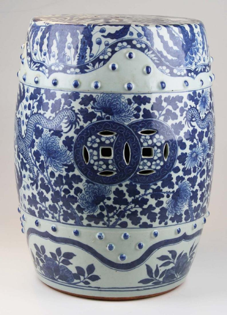 Chinese blue and white dragon decorated porcelain - 3