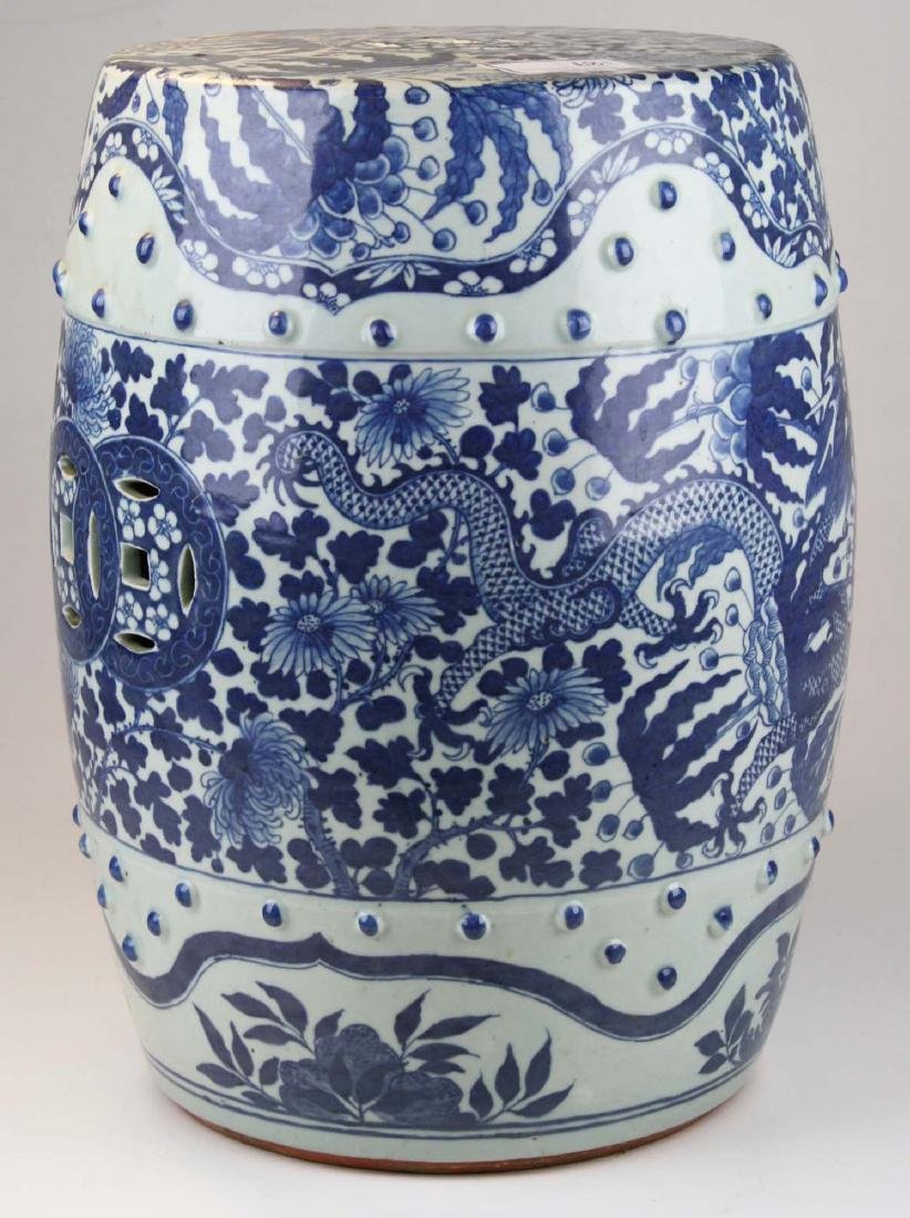 Chinese blue and white dragon decorated porcelain - 4