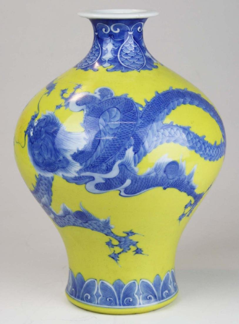 Chinese blue and yellow dragon decorated bulbus form - 4