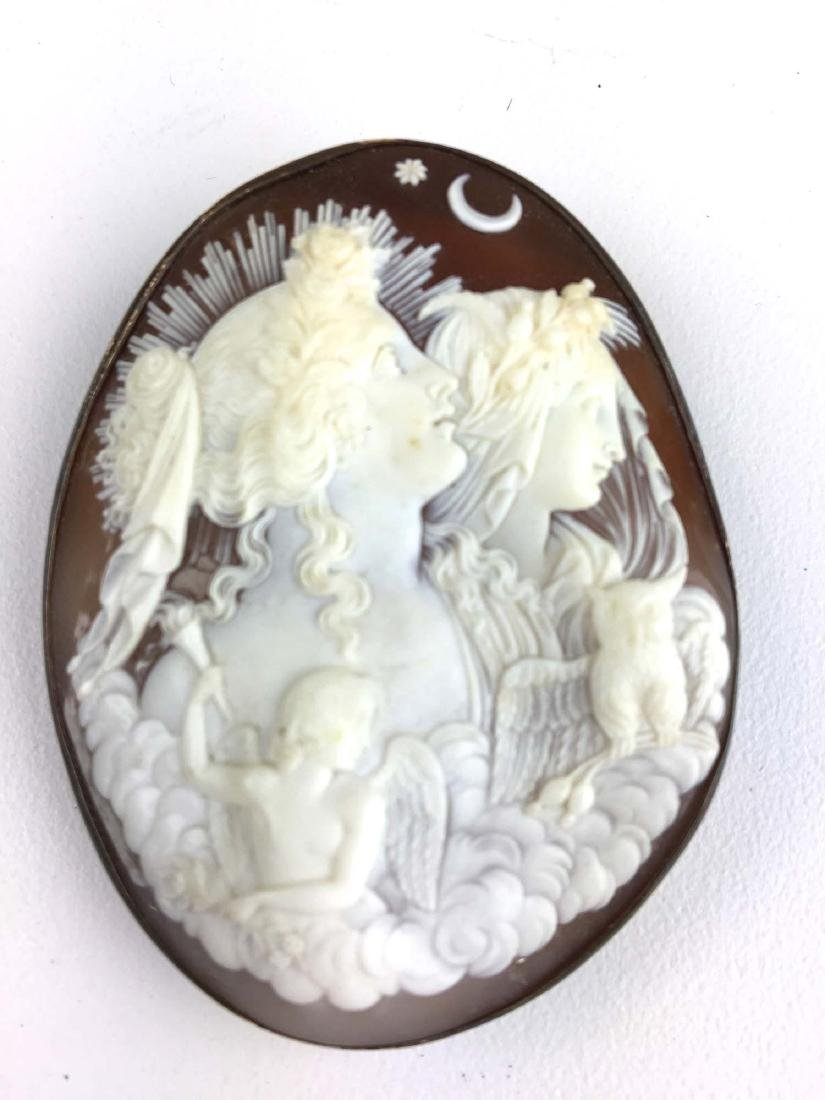 Outstanding Victorian cameo brooch pendant.