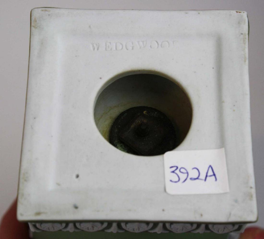 3 Wedgwood covered Jasperware garniture urns - 10