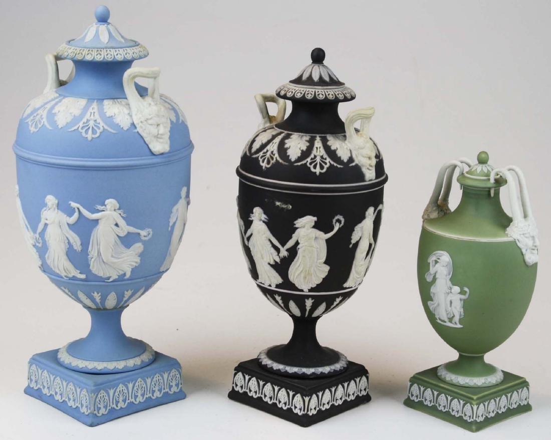 3 Wedgwood covered Jasperware garniture urns - 2