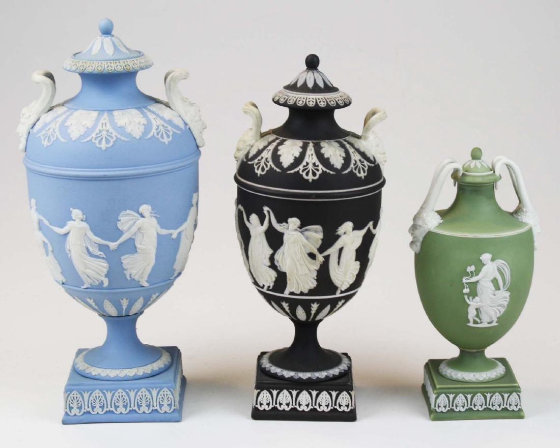 3 Wedgwood covered Jasperware garniture urns - 3