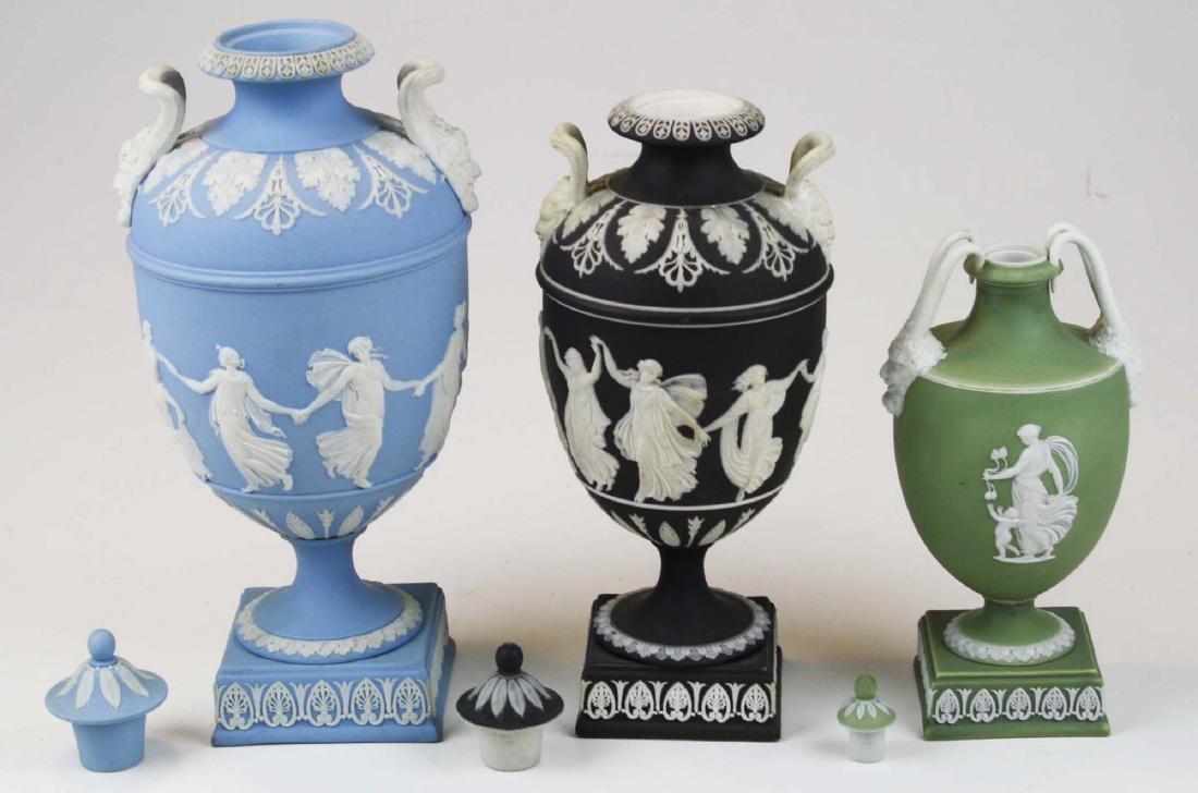 3 Wedgwood covered Jasperware garniture urns - 4
