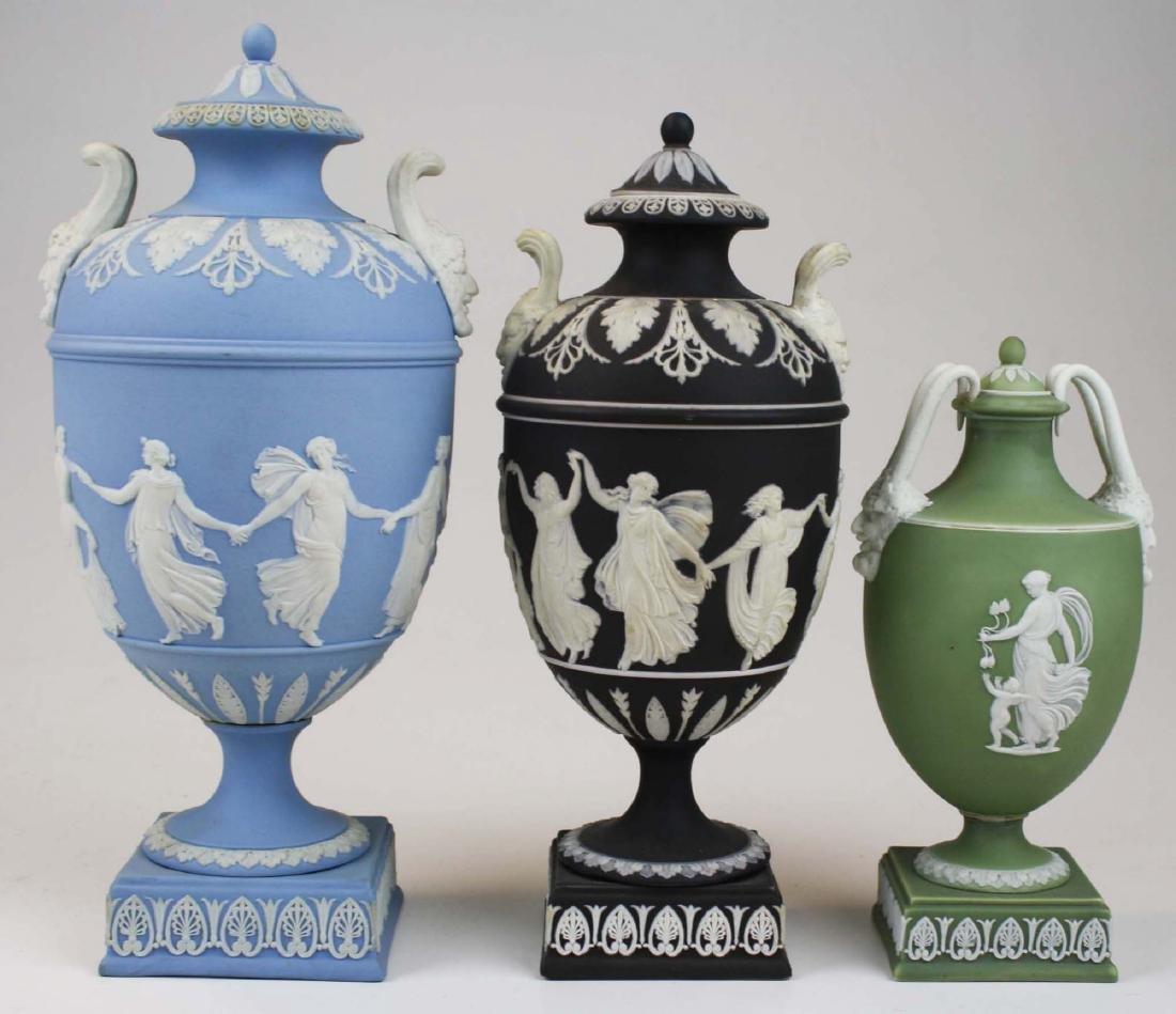 3 Wedgwood covered Jasperware garniture urns - 5