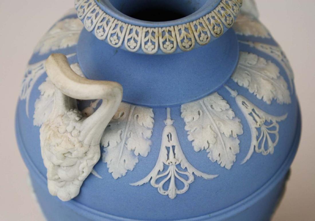 3 Wedgwood covered Jasperware garniture urns - 6